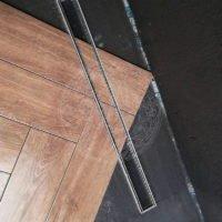 Укладка плитки в зоне душа Ванильные Лебеди