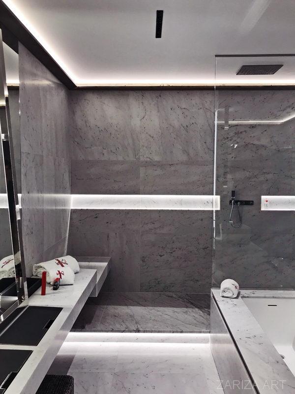 интерьер ванной из камня белого мрамора