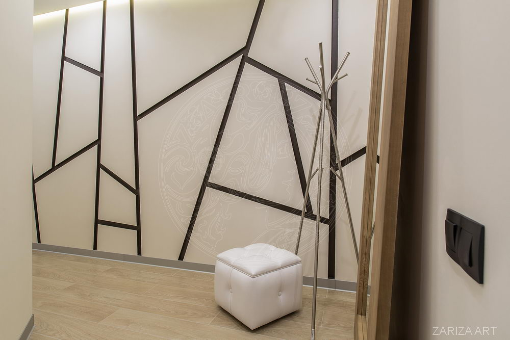 стена в коридоре