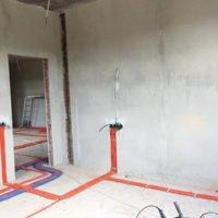 Монтаж подрозетников в бетонной стене до или после штукатурки?