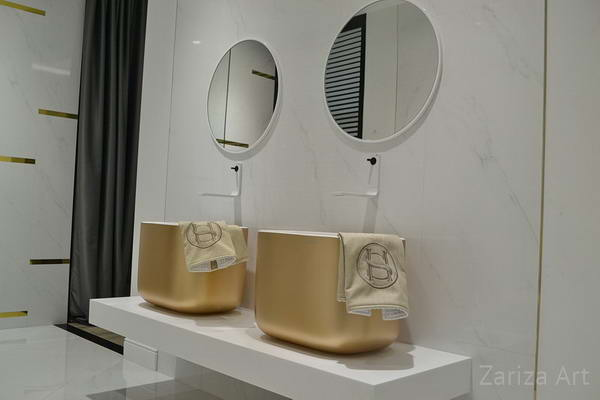 два круглых зеркала