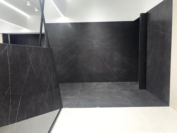 облицовка стены крупноформатной плиткой