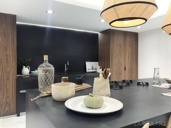 кухня со столешницей из керамогранита крупного формата