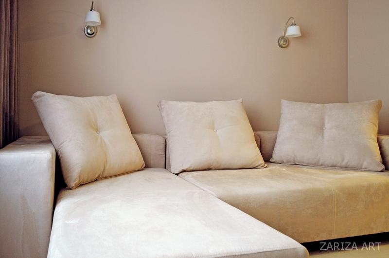 диван и бра
