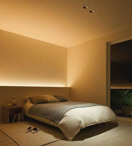 спальня со светящимся изголовьем