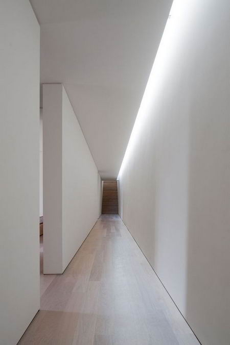 подсветка в белом коридоре