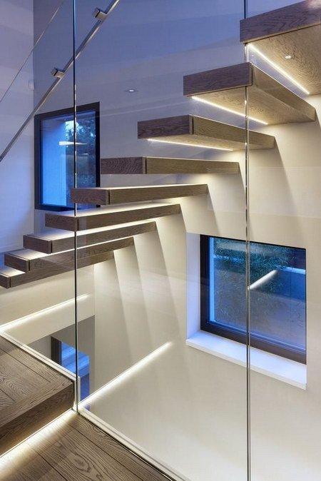 лестница в интерьере освещение