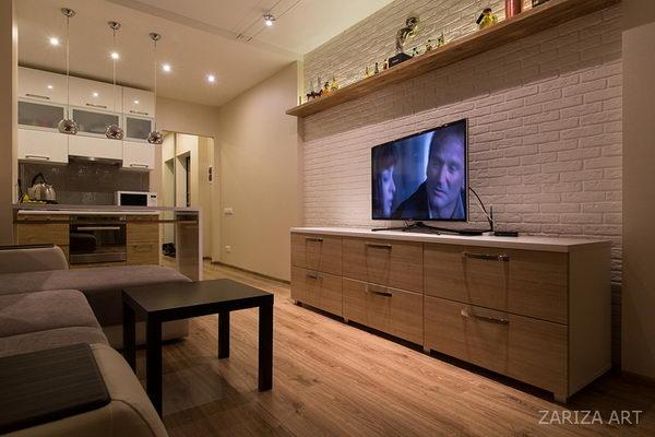 гостиная в студии с телевизором